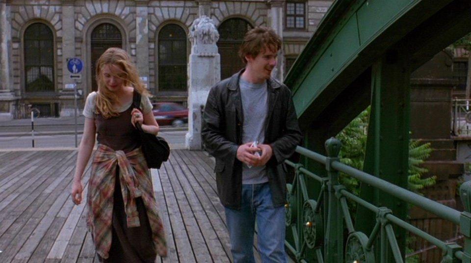 صحنهای از فیلم Before Sunrise روی پل  Zollamtssteg  وین