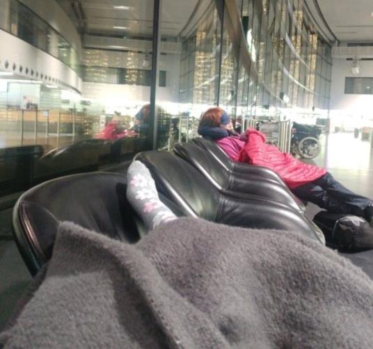 شب خوابیدن تو فرودگاه وین