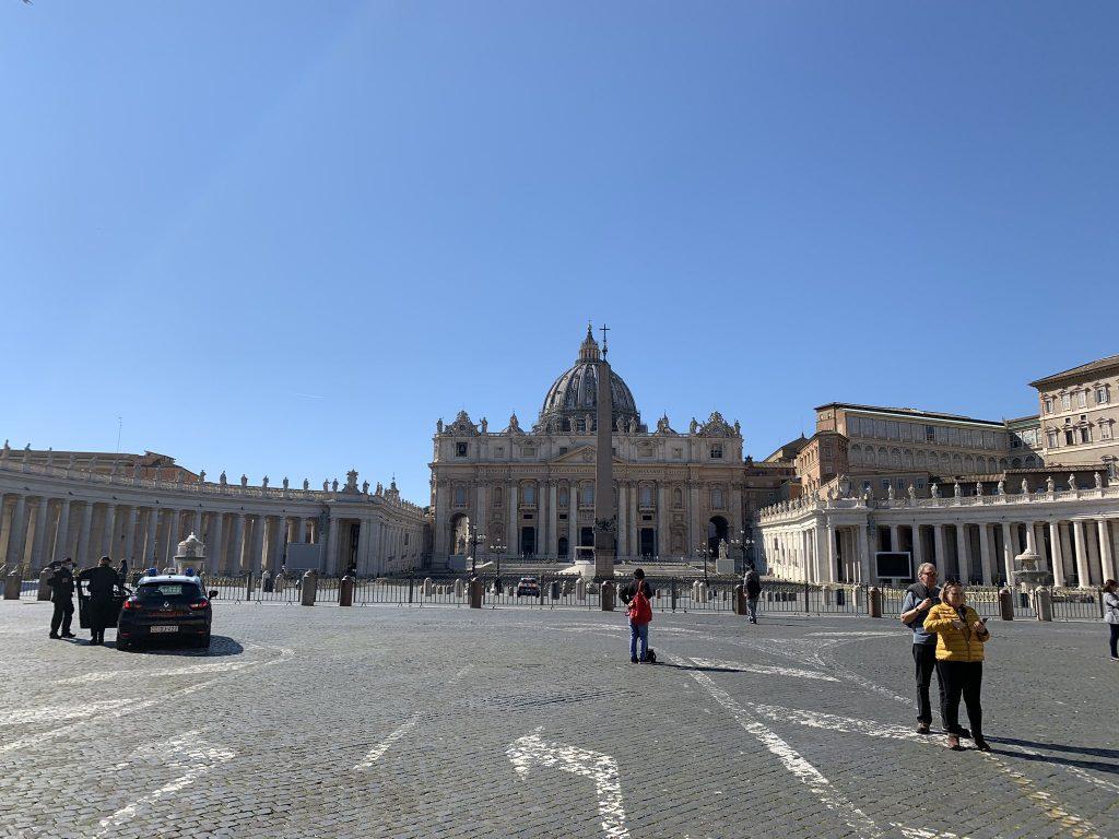 میدان سنمیدان سن پیترو واتیکان -  Piazza San Pietro Vatican پیترو
