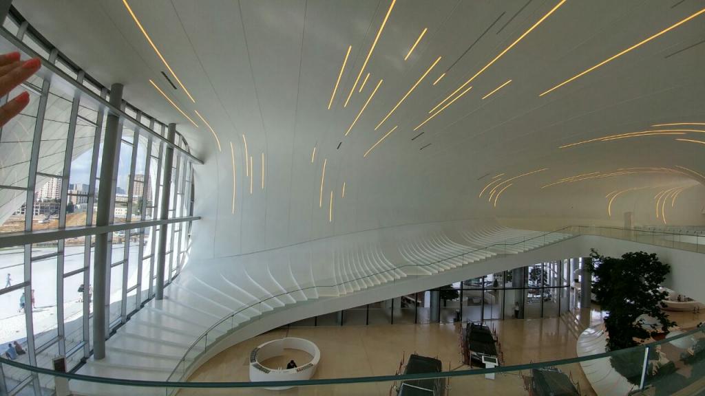 موزه حیدر علیف با ورودی تقریبا ۳۰ تومن.