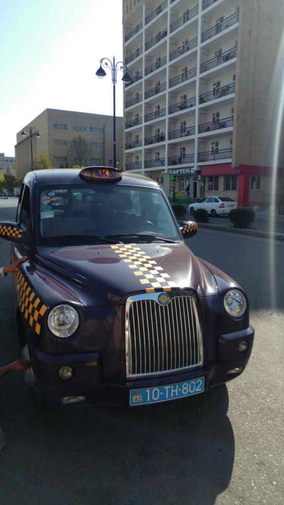تاکسیهای فانتزی باکو که از انگلیس الگو برداری کردن، مثل مابقی چیزاشون