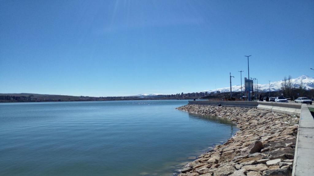 دریاچه شورابیل و آسمون آبی اردبیل
