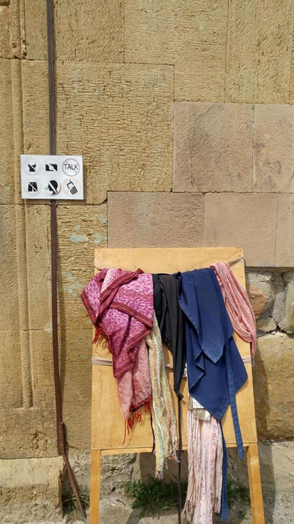 شالهای مورد استفاده برای بازدیدکنندههای کلیسا
