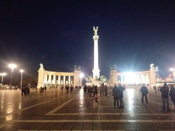 میدون Hősök tere بوداپست - Heroes' Square