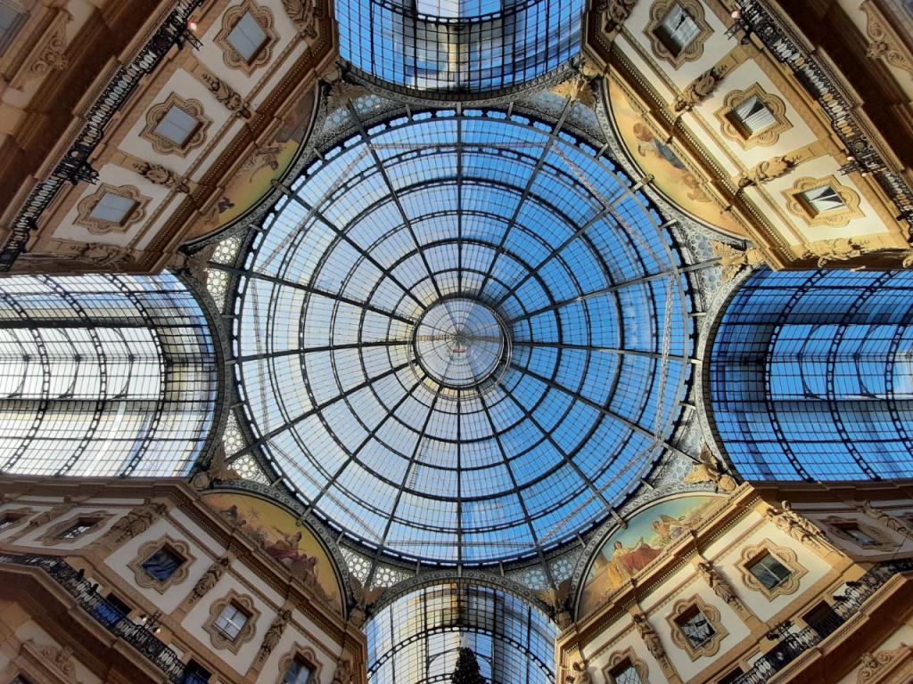 پاساژ لاکچری Galleria Vittorio Emanuele II میلان