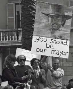 تظاهرات جلوی مک دونالد رُم ایتالیا