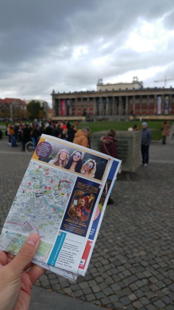 سفر با نقشه کاغذی