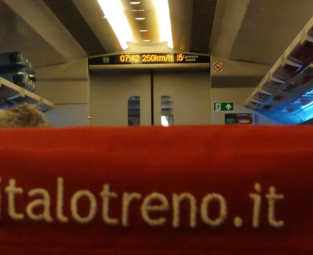 قطار سریعالسیر ایتالیایی - عدد 250 رو میتونید اون بالا ببینید