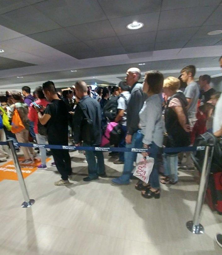 صف پاسپورت چک فرودگاه فیومیچینو رُم