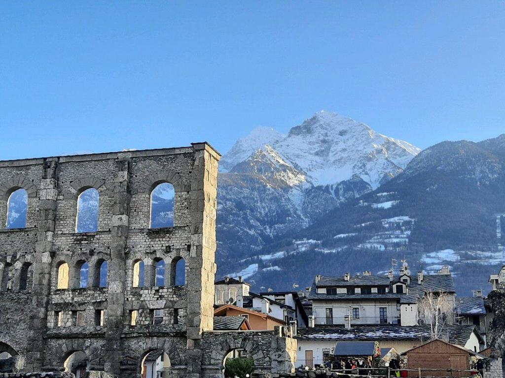 شهر زیبای ائوستا ایتالیا در قلب آلپ